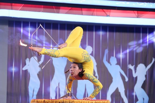 Hòa Minzy, Thanh Duy hoảng sợ thực sự với màn đâm giáo vào bụng - Ảnh 10.