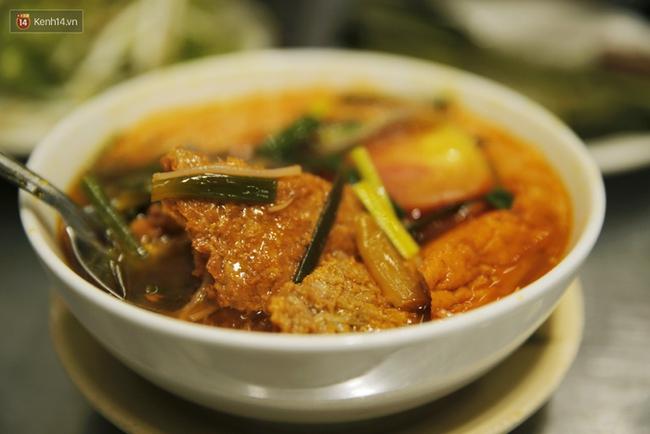 Một lần đi ăn thử bún riêu Bến Thành – món tủ của nhiều người nổi tiếng ở Sài Gòn - Ảnh 4.