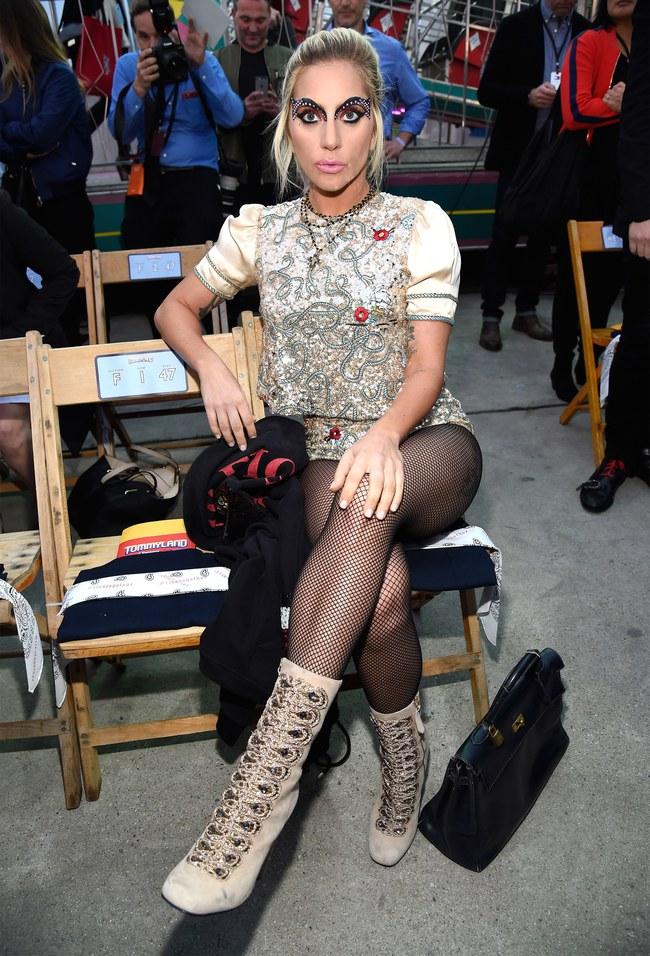 Cùng dự show Tommy Hilfiger, Jessica Jung được Vogue khen nổi bật không kém Lady Gaga - Ảnh 4.