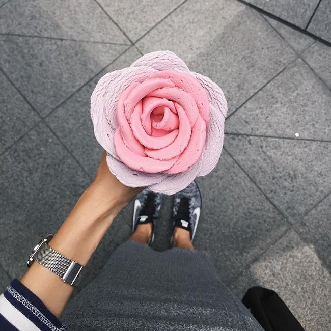 Kem ốc quế đẹp như bông hoa ngày Tết khiến chẳng ai nỡ ăn - Ảnh 3.