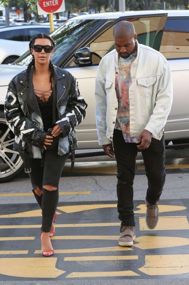 kim-kardashian-11-1484066210746.jpg
