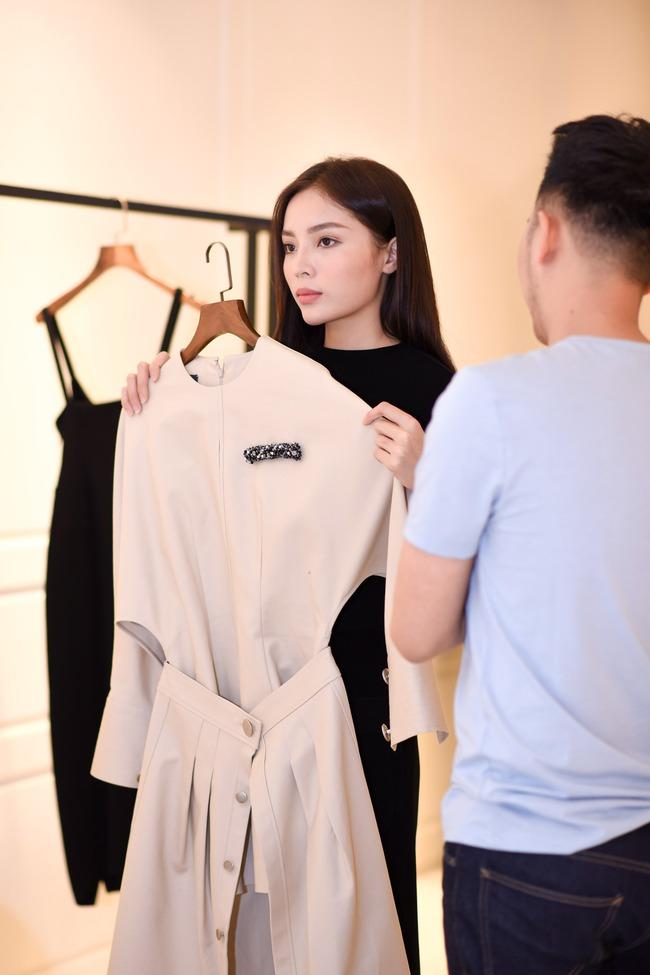 Hoa hậu Kỳ Duyên sẽ mặc gì để nổi bật giữa một dàn Hoa hậu tại show diễn Lâm Gia Khang? - ảnh 9