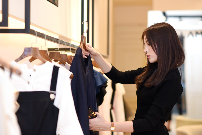 Hoa hậu Kỳ Duyên sẽ mặc gì để nổi bật giữa một dàn Hoa hậu tại show diễn Lâm Gia Khang? - ảnh 8