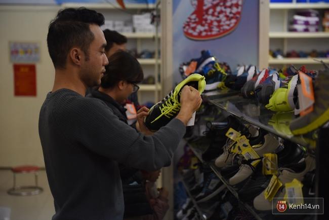 Giày Bitis Hunter của Sơn Tùng cháy hàng trên mọi mặt trận, cả hàng dài khách đăng kí chờ mua - Ảnh 7.