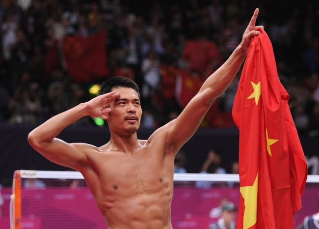 Vượt qua bê bối ngoại tình, Lin Dan tình cảm bên vợ mừng 100 ngày con trai - Ảnh minh hoạ 5