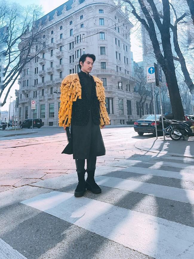 Lý Quí Khánh mang phong cách một mình một kiểu đến show Dolce&Gabbana tại Milan - Ảnh 1.