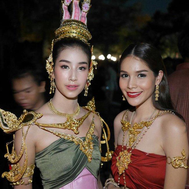 Vẻ đẹp thần thánh của các mỹ nhân hàng đầu Thái Lan trong trang phục truyền thống đón Tết Songkran - Ảnh 25.
