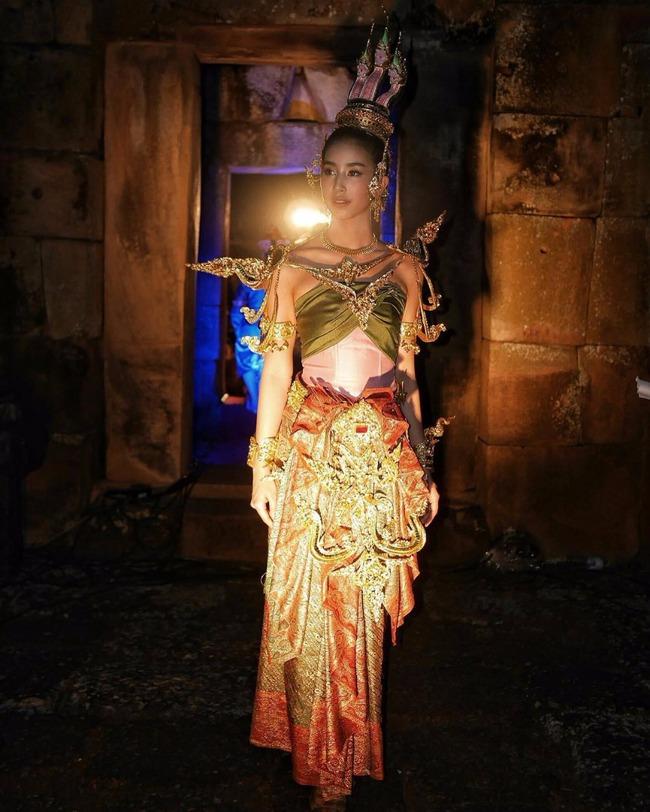 Vẻ đẹp thần thánh của các mỹ nhân hàng đầu Thái Lan trong trang phục truyền thống đón Tết Songkran - Ảnh 26.