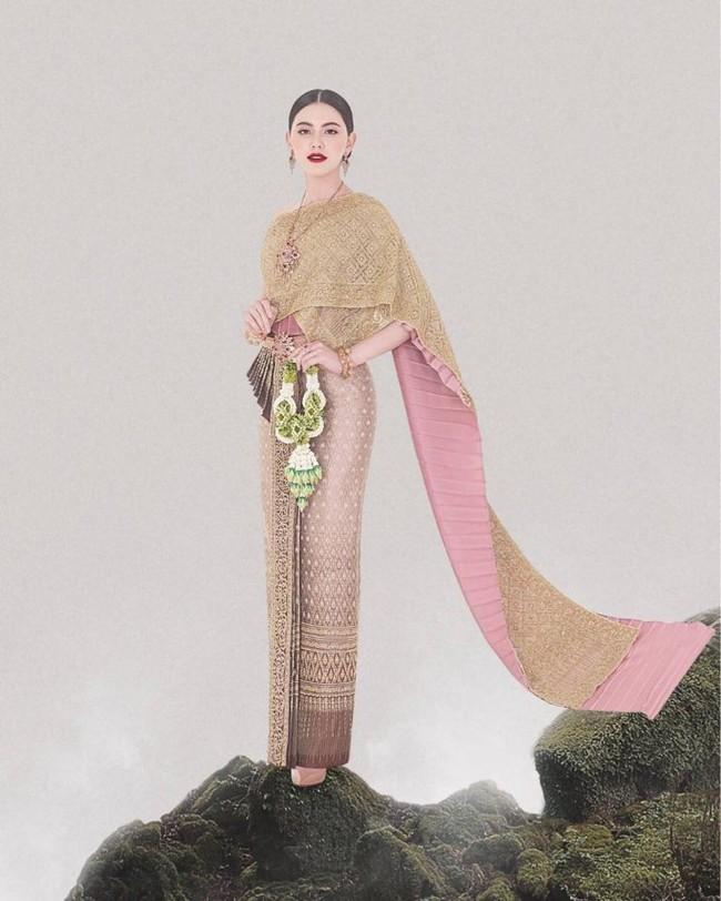 Vẻ đẹp thần thánh của các mỹ nhân hàng đầu Thái Lan trong trang phục truyền thống đón Tết Songkran - Ảnh 10.