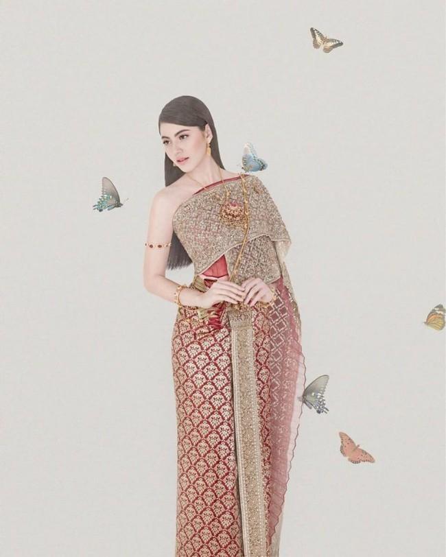 Vẻ đẹp thần thánh của các mỹ nhân hàng đầu Thái Lan trong trang phục truyền thống đón Tết Songkran - Ảnh 9.