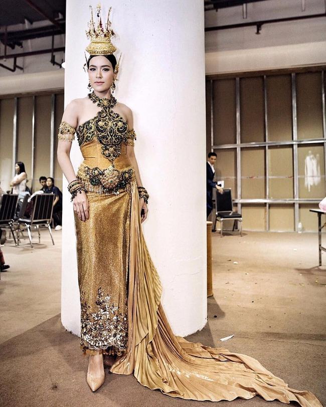 Vẻ đẹp thần thánh của các mỹ nhân hàng đầu Thái Lan trong trang phục truyền thống đón Tết Songkran - Ảnh 4.