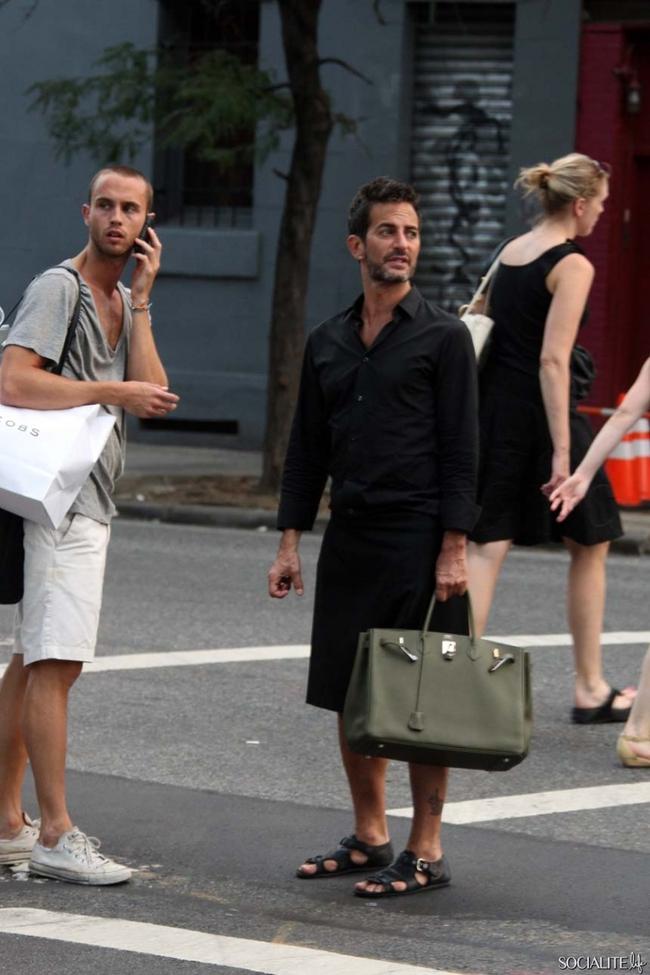 Mặc áo lông hồng xách túi Birkin, cả làng thiết kế đâu ai bì nổi Marc Jacobs! - Ảnh 4.