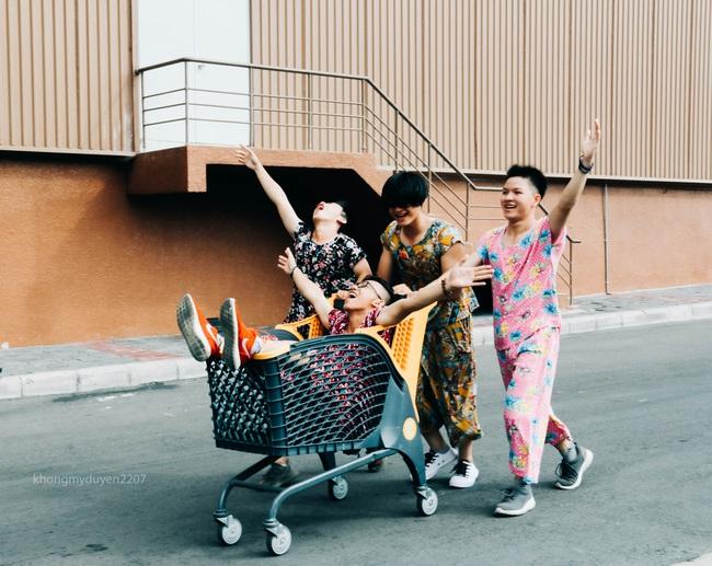 Diện đồ bộ của bà ngoại, 4 chàng trai Sài Gòn chụp ảnh chất như lookbook! - Ảnh 4.