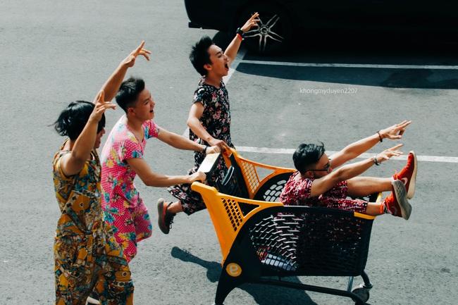 Diện đồ bộ của bà ngoại, 4 chàng trai Sài Gòn chụp ảnh chất như lookbook! - Ảnh 6.