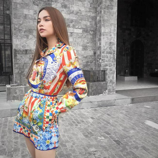 Cùng chọn đồ của một hãng, Minh Hằng và Hà Hồ trông na ná nhau vì đụng ý tưởng từ trang phục tới style trang điểm - Ảnh 4.