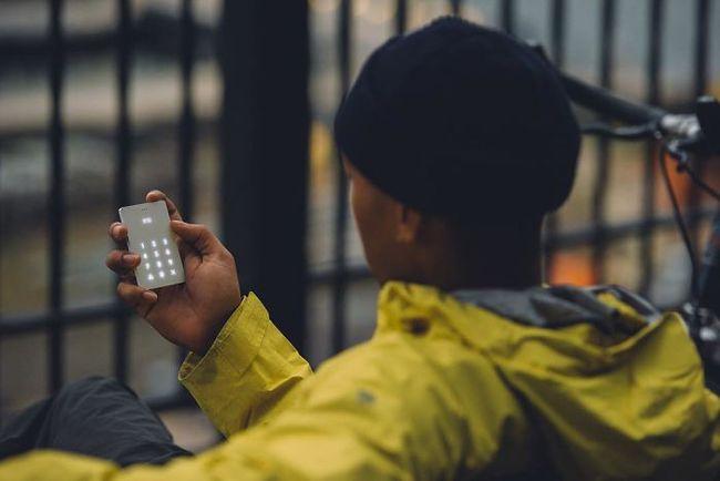 Cai nghiện smartphone bằng cục gạch sang chảnh chỉ có chức năng nghe - gọi - Ảnh 9.