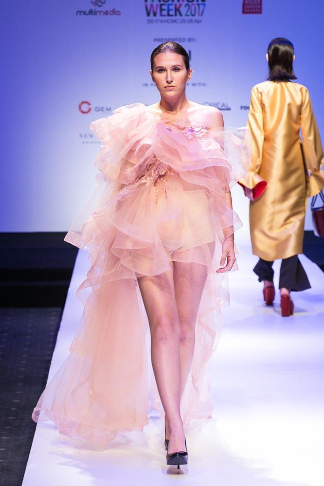 Đến hẹn lại lên, Vietnam International Fashion Week trở lại với mùa Xuân/Hè 2017 vào cuối tháng 4 này - Ảnh 5.