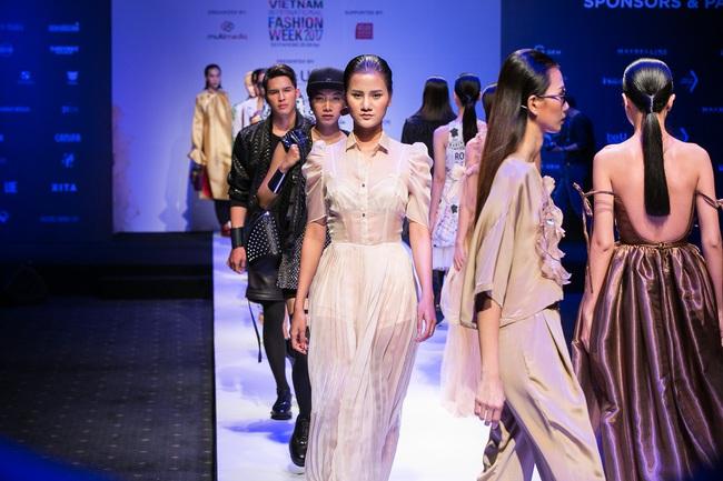 Đến hẹn lại lên, Vietnam International Fashion Week trở lại với mùa Xuân/Hè 2017 vào cuối tháng 4 này - Ảnh 19.