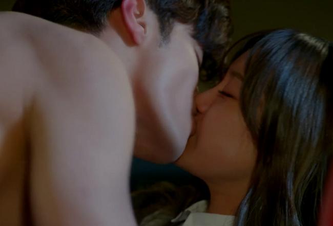 Phim Hàn nào có tên dính đến Romance cũng nóng thế này ư? - Ảnh 10.