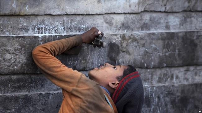 Biến nước biển thành nước uống - phát minh nhỏ này sẽ cứu giúp hàng triệu người trên thế giới - Ảnh 1.
