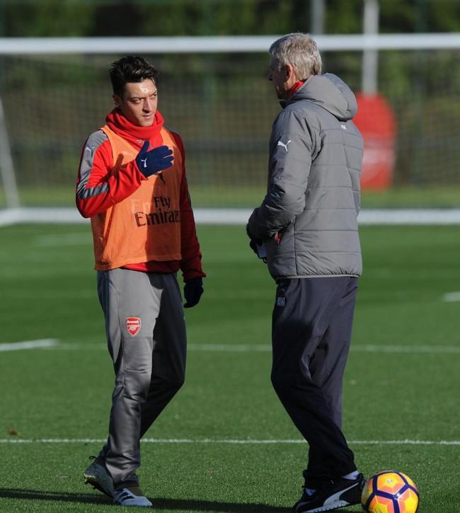 Mesut Ozil: Sa thải Wenger thì tôi cũng đi - Ảnh 2.