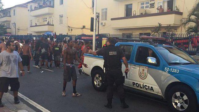 Fan bóng đá bị bắn thủng ngực, chết trong bệnh viện - Ảnh minh hoạ 2