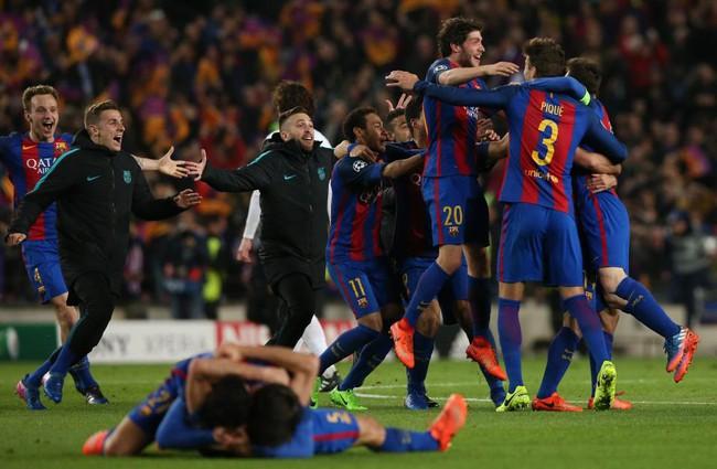 Thế giới bóng đá phát điên vì chiến thắng không tưởng của Barca - Ảnh 1.