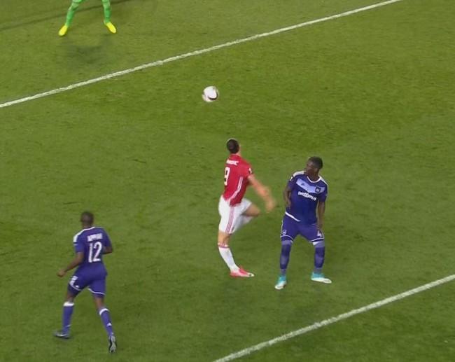 NÓNG: Ibrahimovic nghỉ thi đấu đến hết mùa - ảnh 1