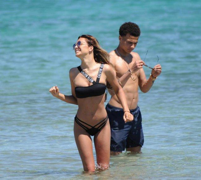 Dele Alli về vùng biển vắng cùng bạn gái người mẫu nội y - Ảnh 1.