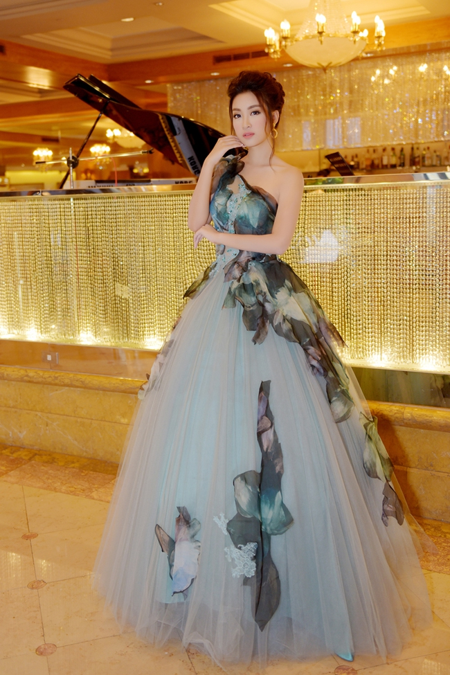 Trước khi thiết kế váy cho tân HHHV, Hoàng Hải vốn đã là NTK của mọi Hoa hậu Việt - Ảnh 12.