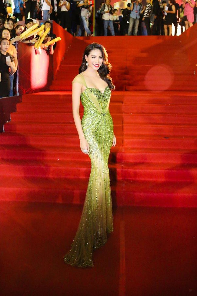 Trước khi thiết kế váy cho tân HHHV, Hoàng Hải vốn đã là NTK của mọi Hoa hậu Việt - Ảnh 17.