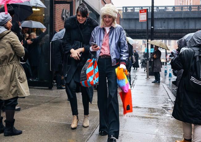 Chiêm ngưỡng đặc sản street style không đâu đẹp bằng của Tuần lễ thời trang New York - Ảnh 23.