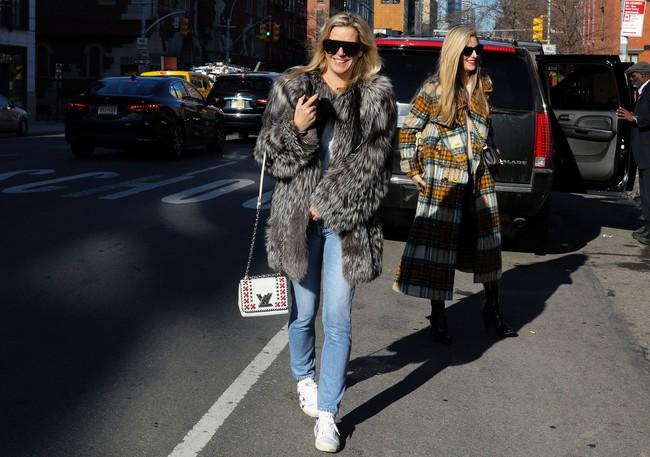 Chiêm ngưỡng đặc sản street style không đâu đẹp bằng của Tuần lễ thời trang New York - Ảnh 13.