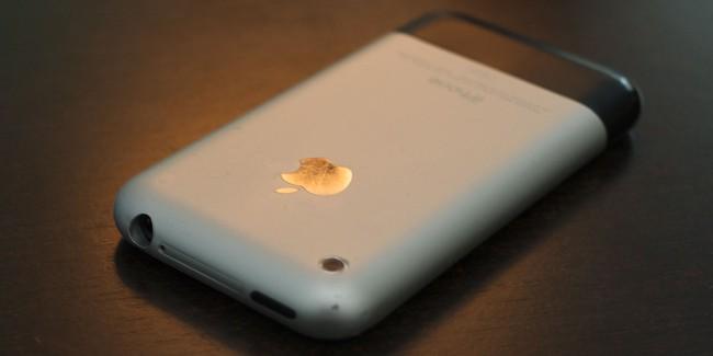 10 năm trước, iPhone lần đầu tiên về Việt Nam với giá nghìn đô nhưng... không dùng được - Ảnh 2.