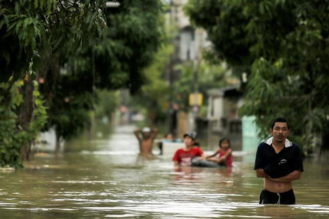 Thái Lan lụt do mưa trái mùa, 25 người thiệt mạng - Ảnh 2.