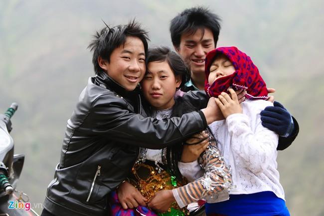 Cảnh bắt người về làm vợ giữa đường vắng ở Hà Giang - Ảnh 1.