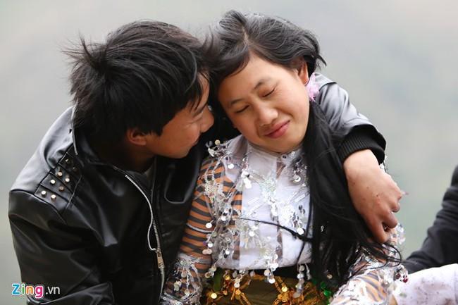 Cảnh bắt người về làm vợ giữa đường vắng ở Hà Giang - Ảnh 2.