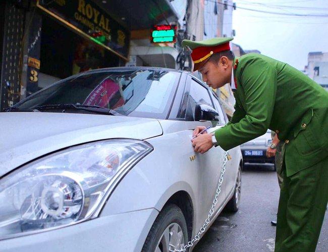 Chùm ảnh: Trung tâm quận Hoàn Kiếm đồng loạt ra quân giữ trật tự vỉa hè phố cổ - Ảnh 5.