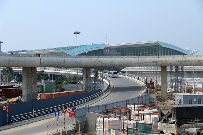 Cận cảnh nhà ga hành khách quốc tế hơn 3.500 tỷ đồng sắp hoàn thành ở Đà Nẵng - Ảnh 7.