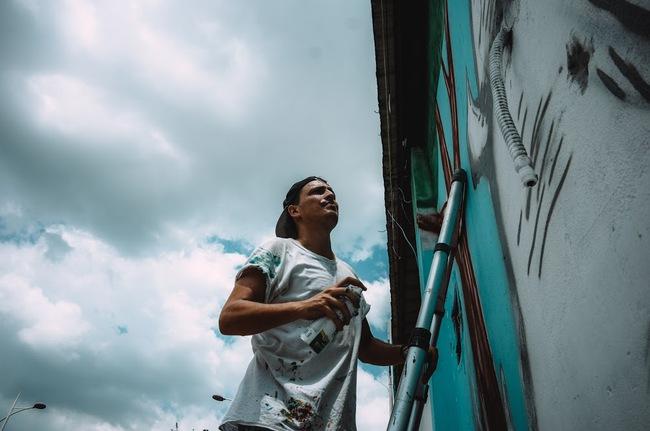 Biến hóa 17 bức tường trong con hẻm Sài Gòn thành những bức vẽ graffiti thú vị về loài tê giác - Ảnh 6.