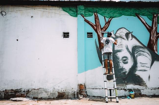 Biến hóa 17 bức tường trong con hẻm Sài Gòn thành những bức vẽ graffiti thú vị về loài tê giác - Ảnh 13.