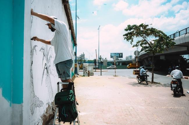 Biến hóa 17 bức tường trong con hẻm Sài Gòn thành những bức vẽ graffiti thú vị về loài tê giác - Ảnh 4.