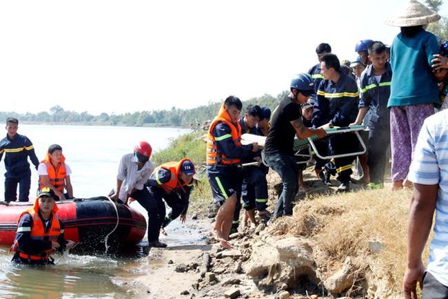 Tìm thấy thi thể học sinh lớp 1 bị đuối nước cách hiện trường gần 3 km - Ảnh 1.