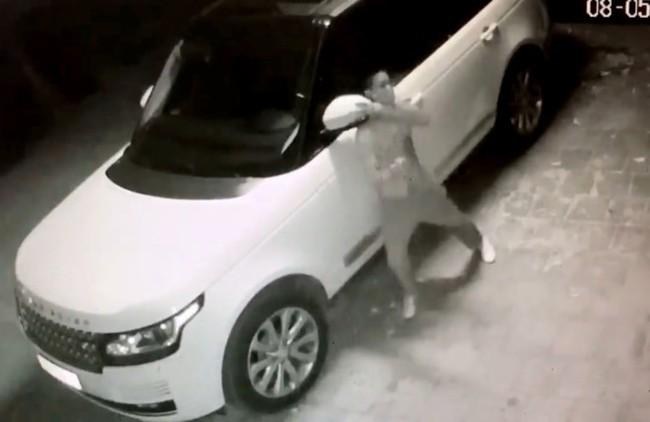 Trộm bẻ 2 gương Range Rover trong 30 giây - Ảnh 2.