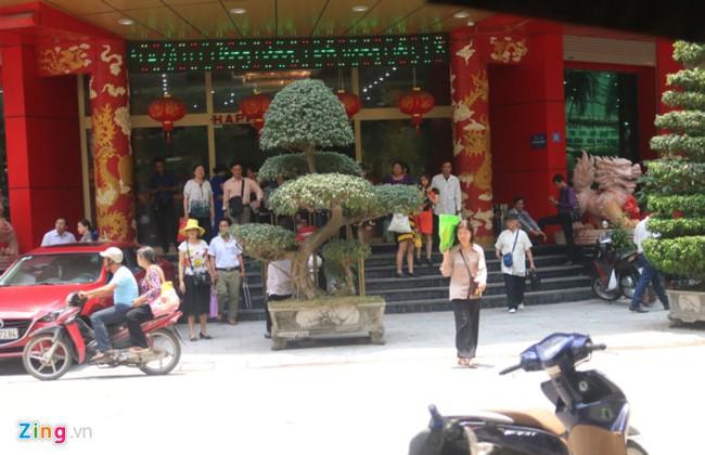 Trụ sở Thiên Ngọc Minh Uy vẫn tấp nập sau 15 ngày xin tự chết - Ảnh 3.