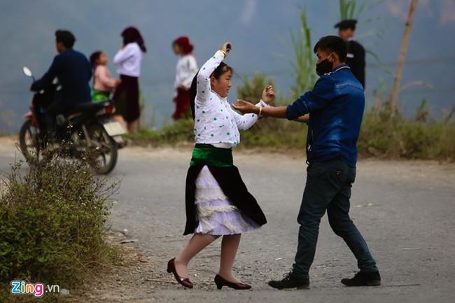 Cảnh bắt người về làm vợ giữa đường vắng ở Hà Giang - Ảnh 12.