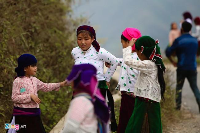 Cảnh bắt người về làm vợ giữa đường vắng ở Hà Giang - Ảnh 13.