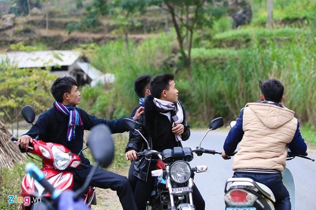 Cảnh bắt người về làm vợ giữa đường vắng ở Hà Giang - Ảnh 14.