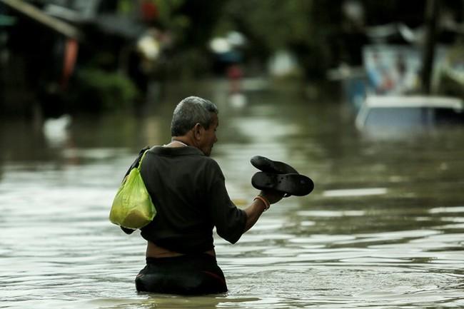 Thái Lan lụt do mưa trái mùa, 25 người thiệt mạng - Ảnh 3.