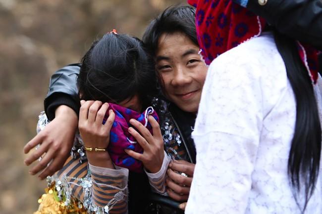 Cảnh bắt người về làm vợ giữa đường vắng ở Hà Giang - Ảnh 3.